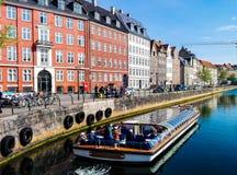 Den huvudsakliga gatan i Köpenhamnen, Danmark Royaltyfri Bild