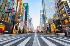 Den huvudsakliga gatan på Ginza - Tokyo Royaltyfri Foto