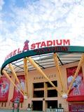 Den huvudsakliga ingången av Angel Stadium Arkivbild