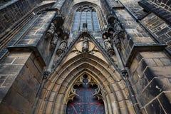 Den huvudsakliga ingången av domkyrkan Royaltyfri Foto