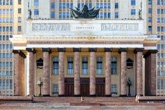 Den huvudsakliga ingången av Moskvadelstatsuniversitetet royaltyfria foton