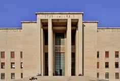 Den huvudsakliga ingången av universitetstaden studerar La Sapienza, Roma, Ital Arkivfoton