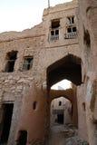 Den huvudsakliga ingången till de forntida gyttjahusen i Oman royaltyfri bild