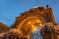 Den huvudsakliga ingången till Tivoli gadens på natten Royaltyfri Bild