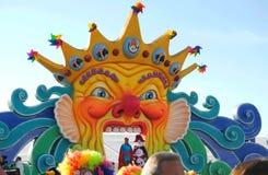 Den huvudsakliga karnevalet arrangerar, Viareggio Royaltyfri Foto