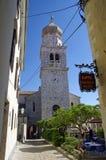 Den huvudsakliga kyrkan i mitt av historiska Baska på den Krk ön på April 30, 2017 croatia Royaltyfri Foto