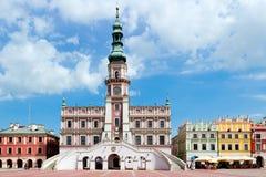 Den huvudsakliga marknadsfyrkanten i den gamla staden av Zamosc. Royaltyfria Foton