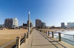 Den huvudsakliga Pier At The Beach arkivfoton