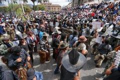 Den huvudsakliga plazaen av Cotacachi under Inti Raymi i Ecuador Fotografering för Bildbyråer