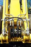 den hydrauliska elevatorn pipes trycksystemet Arkivbilder