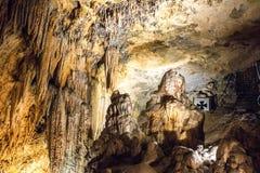 Den hypnotisera naturliga under av Luray Caverns arkivfoton