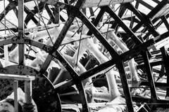 Den Icicled skoveln rullar in monokrom Arkivbilder