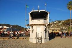 Den iconic aonen för livvakttorn den huvudsakliga stranden av Laguna Beach, Kalifornien Royaltyfri Fotografi