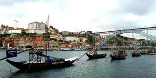 Den iconic Dom Louis Bridge av Porto royaltyfria bilder