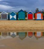 Den iconic färgrika stranden förlägga i barack på Brighton Beach i Melbourne Arkivfoto