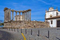 Den iconic Roman Temple som är hängiven till kejsarekulten Royaltyfri Foto