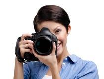 Den idérika flicka-fotografen tar bilder royaltyfri foto
