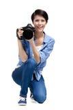 Den idérika flicka-fotografen tar foto arkivbild
