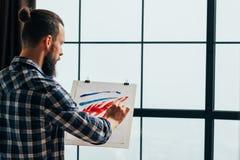 Den idérika hobbyen inspirerade ung konstnärmålning arkivfoton