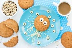 Den idérika idén för ungar frukosterar - sädes- cirklar för havremjölkakor Arkivbild