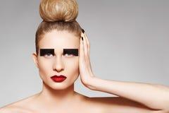 den idérika modefrisyrhighen gör upp stil arkivfoton