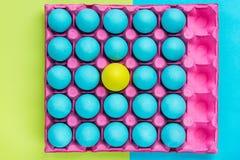 Den idérika modellen av pastellfärgade ägg, är själv visuell konst Arkivfoton