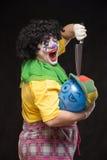 Den ilskna fula clownen önskar att döda en ballong i locket Arkivbilder