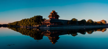 Den imperialistisk slott embrasured watchtoweren panorama- 4# Royaltyfri Fotografi