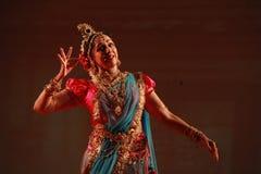 Den indiska klassiska dansen bor kapacitet Arkivbild