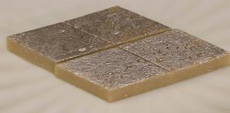 Den indiska sötsakkajukatlien tjänade som i en platta Arkivfoto