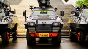 Den indonesiska polisen bekämpar bilen Arkivfoto