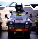 Den indonesiska polisen bekämpar bilen Arkivbild