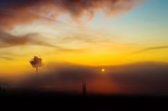 Den industriella solnedgången för soluppgång för himmel för dagen för öden för ljus för solen för soluppgångkonturstaden som bygg Fotografering för Bildbyråer