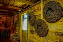 Den inomhus sikten av husträbyggnad i utläggning i det Chonchi museet som donerades av familjer av Chonchi, öppnade i 1996 royaltyfria foton