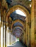 Den inre orienteringen av abbotskloster av San Galgano, Tuscany Royaltyfria Foton