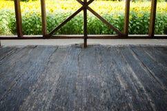 Den inre sikten ser till Front Porch Wood Floor Royaltyfri Foto