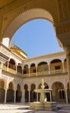 Den inre uteplatsen av Casa de Pilatos, Seville arkivbilder