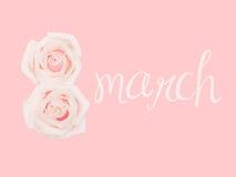 Den internationella dagen för kvinna` s marsch 8, dekorerade med blomman, rosa bakgrund Royaltyfria Bilder