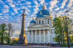 Den Ipatiev kloster är en manlig kloster som placeras på banken av den Kostroma floden precis mitt emot staden av Kostroma Royaltyfri Fotografi
