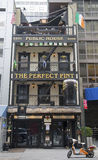 Den irländska restaurangen för perfekt halv liter i Manhattan Arkivbild