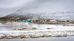 Den isländska ringleden som går hela vägen omkring royaltyfri fotografi
