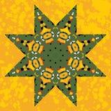 Den islamiska dekorativa gröna stjärnan snör åt prydnaden Royaltyfri Fotografi