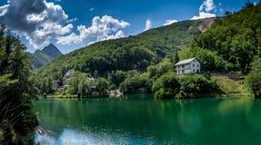 Den Isola jultomten är en spökeby i Garfagnana, Tuscany, Italien arkivfoto