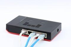 Den isolerade Ethernetströmbrytaren förbinder LAN på den vita bakgrunden Stock Illustrationer