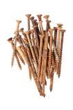 Den isolerade gruppen av gamla rostade Wood skruvar och spikar Royaltyfri Fotografi