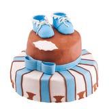 Den isolerade tårtan med behandla som ett barn bootee Fotografering för Bildbyråer