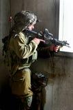 Den israeliska soldaten ser till och med ensikt Royaltyfri Foto