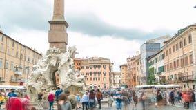 Den Italien Rome piazza Navona, springbrunnen av timelapse för fyra floder planlade vid G L bernard arkivfilmer