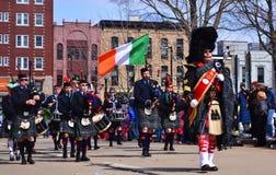 Den italienska marschmusikbandet på den Sanka Patricken Days ståtar i Madison, Wisconsin i 2013 Royaltyfria Bilder