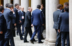 Den italienska premiärministern Matteo Renzi möter den ryska presidenten Vlad Royaltyfri Bild